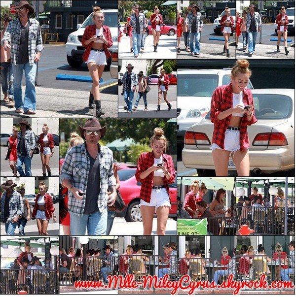 Miley Cyrus a été aperçue avec son père et sa soeur au Paty's à Toluka Lake - 20 juin 2012
