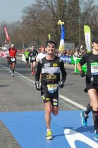 ARTICLE DE MAGAZINE RUNNING:MARATHON PARIS2H38 PLUS EUROPE CANI CROSS BRAVO