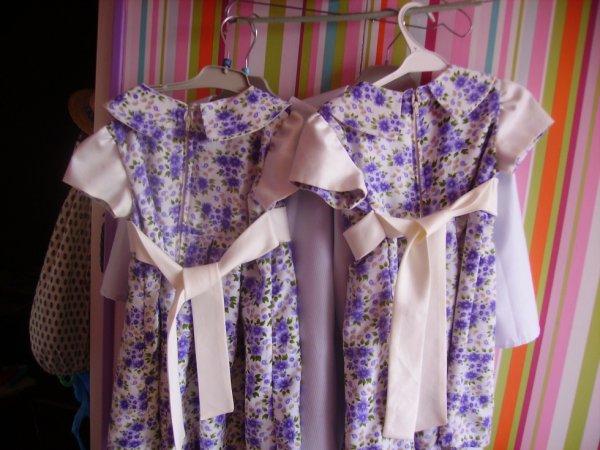 petites robes fillettes de dos...