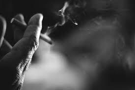 Fume la vie avant qu'elle ne te fume.