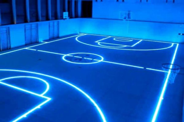 Glow in the Dark Court, Allemagne