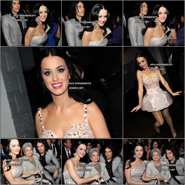 . 13 /02/11 ;     [/g:]  Katy était à la 53éme cérémonie des « Grammy Awards » elle n'a remporté aucun prix. Elle a également interprété un medley de ses chansons « Not like the movies » suivie de  « Tennage dream » ( Vidéo)  . .