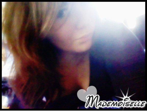 ♥ Laura- Collègienne - Dans la merde niveau coeur..  Jɑʟouse - SuscePтιвʟe - Foʟʟe - Tʀès Sensιвʟe - Rɑncunιèʀe & Lunɑтιque ✿