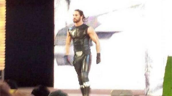 *PHOTOS* : La nouvelle tenue de Seth Rollins !