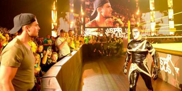 A Quand Stardust vs. Stephen Amell ?