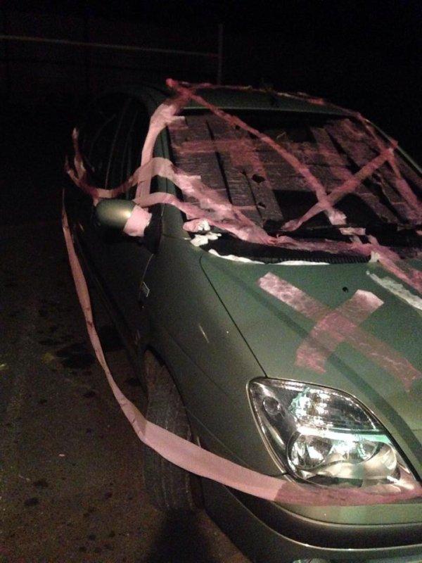 voici ma voiture la nuit de mon anniversaire ,il yen a qyui se sont bien amuse