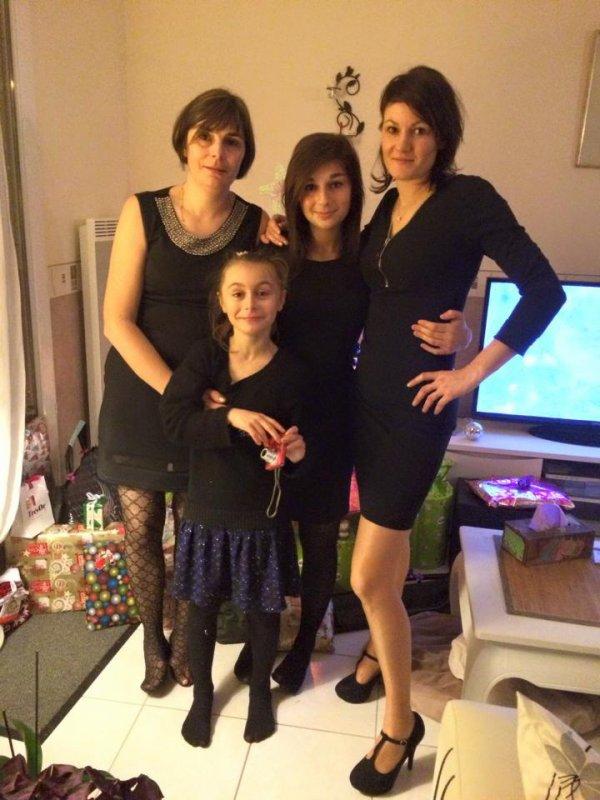 moi mes 2 filles et ma soeurette le soir du revillon