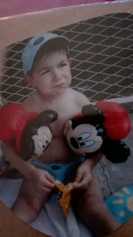Aujourdhui cest lanniversaire de mon fils...16ans déjà...tres fiere de lhomme quil devient....courageux et la tete sur les,epaules....mon.grand loulou.  Qui me depasse désormais mais qui reste mon grand bébé....
