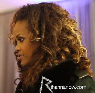 Rihanna au sommet 16.12.2011