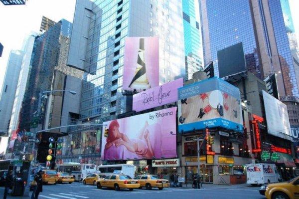 Rihanna Affiche Reb'l fleur  17/12/11