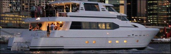Rihanna sur un bateau à Sydney 09/04/12