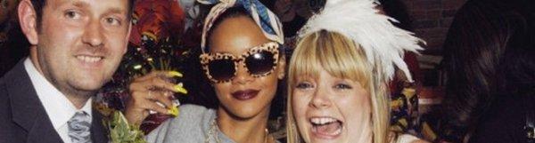 Rihanna pose avec des fans à New York 08/06/12