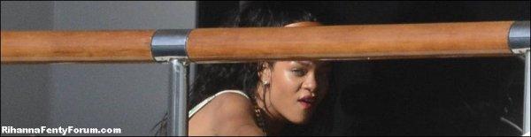 Rihanna sur son bateau à Porto Cervo 18/07/12