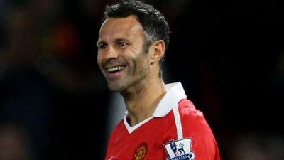 Manchester Utd : la légende Giggs prolonge encore