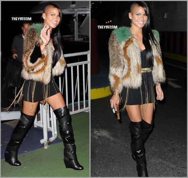 Cassie pour le 30ième anniversaire de Kim Kardashian sur un Yacht !!! Encore cette horrible veste de fausse fourrure XD PS:cliquer pour voir en géant =P