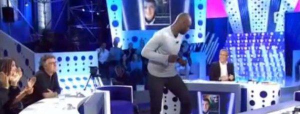 Omar Sy danse chez Laurent Ruquier.