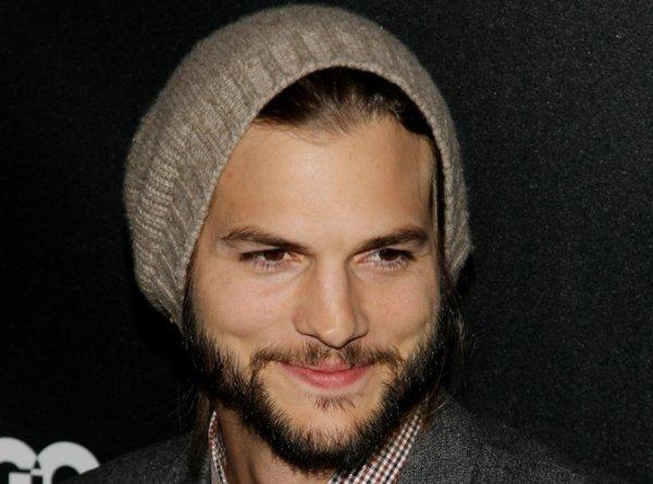 Ashton Kutcher : il balance une vanne douteuse dans Mon Oncle Charlie !