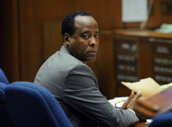 Conrad murray: Condamné a 4 ans ferme & 100 Millions de dollars d'amende !