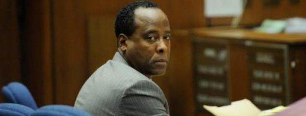 Conrad Murray: Son compagnon de cellule est un meurtrier !