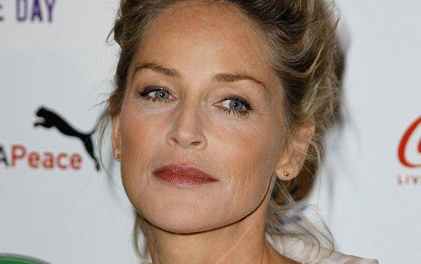 """Sharon Stone: Elle sera une cougar harcelée par son jeune amant dans le film """"Attachment"""""""