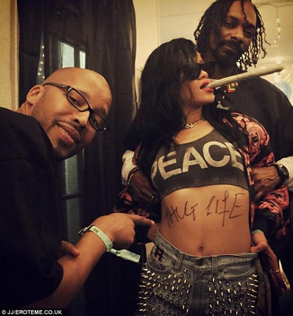 Rihanna : Aux côtés de Snoop Dogg et Warren G pour rendre hommage à Tupac !