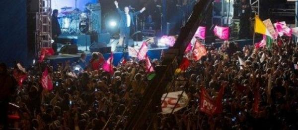Louis Aliot s'est offusqué de la présence de drapeaux étrangers à la place de la Bastille