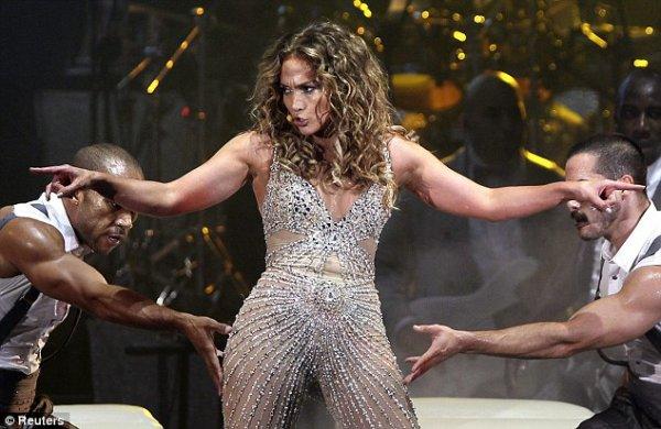 """Jennifer Lopez : Découvrez les premières images de son """"Dance Again word Tour"""" - Live in Panama 14.6.2012)"""