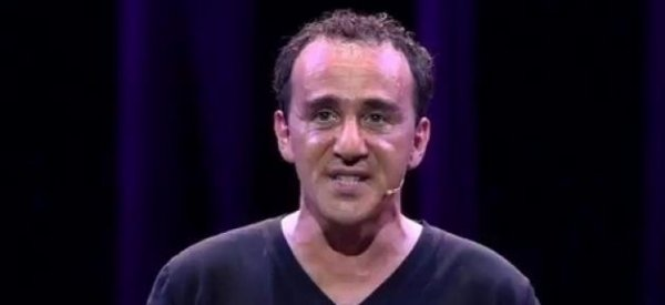 """Elie Semoun confirme lui-même... """"son décès"""" après avoir été annoncé mort sur Twitter"""