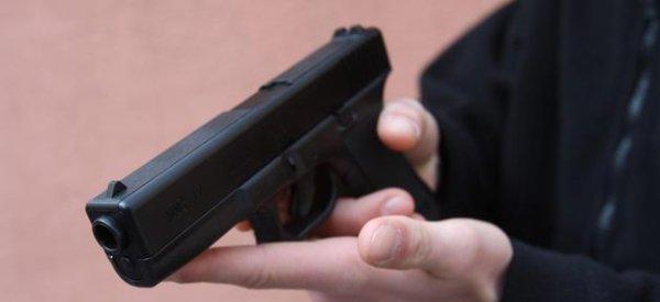 Fusillade USA: Une chaîne de cinéma interdit dans ses salles les masques et les armes factices