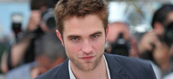 "Robert Pattinson : Il va incarner Lawrence d'Arabie dans ""Queen of the Desert"""