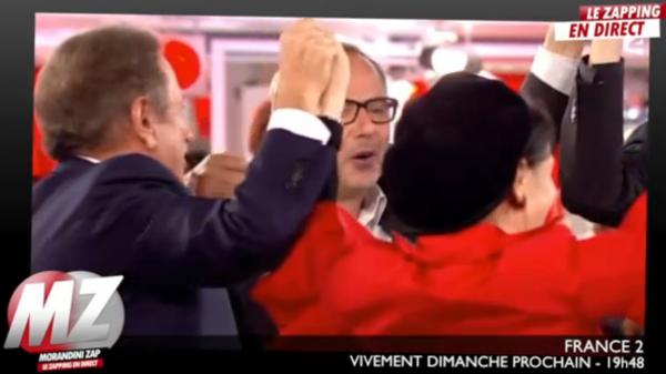 """Michel Drucker : Fabrice Luchini et les autres invités se lèvent et déclarent """"Nous sommes de gauche"""""""