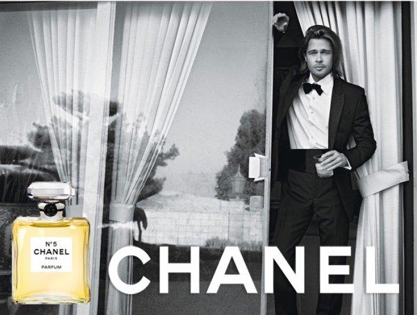 ( Photo + Vidéos) Brad Pitt : Découvrez les teaser vidéos + l'affiche de sa pub pour le parfum CHANEL N°5