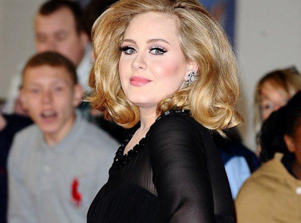 Adele : Maman d'un petit garçon !