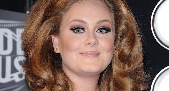 """Adele : 25 millions d'exemplaires de """"21"""" vendus dans le monde"""