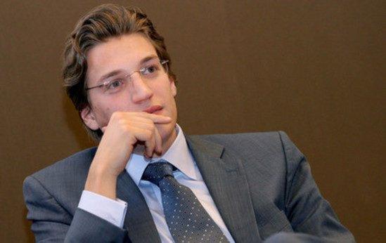 Jean Sarkozy : Il devient enseignant à la fac de droit de Créteil.
