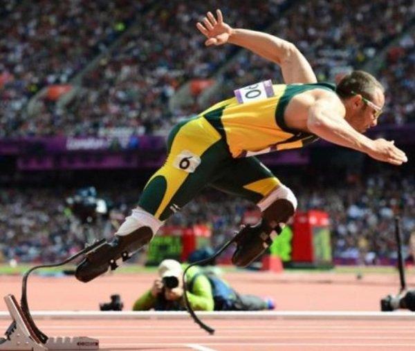L'athlète Oscar Pistorius accusé d'avoir tué sa petite amie