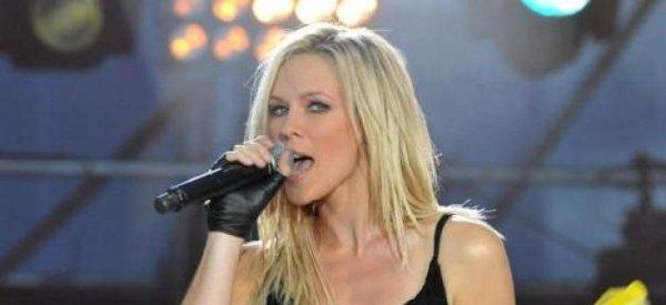 Lorie:  faute de remplir les salles, la chanteuse annule toute sa tournée