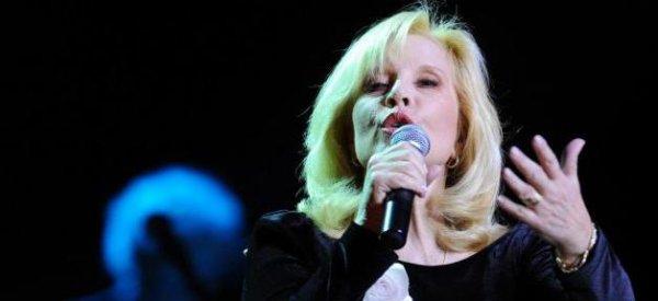 Sylvie Vartan: Elle clash Johnny Hallyday et défend son fils David mis à mal dans la bio de son père
