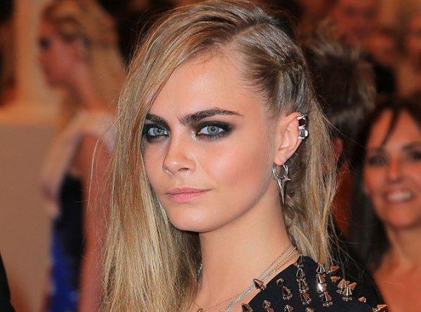 Cara Delevingne : La top model  aperçue avec de la poudre blanche, elle risque gros !