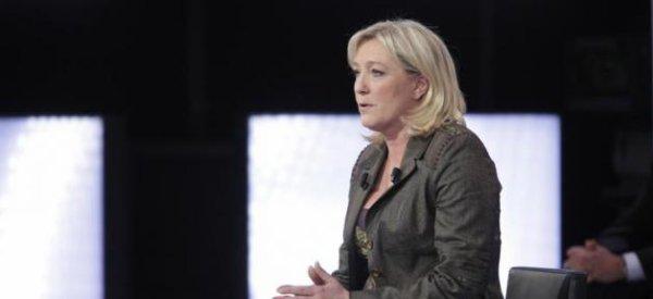 """Marine Le Pen: La résidente du FN serait """"choquée"""" que Bob Dylan obtienne la Légion d'honneur"""