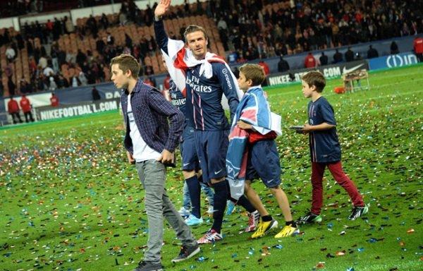 David Beckham: Il prend sa retraite pour aller chercher ses gosses à l'école