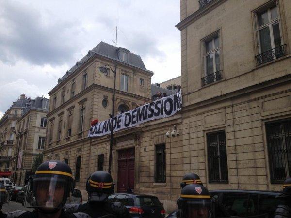 Manif anti-mariage gay: Le siège du PS occupé par des militants d'extrême droite évacué par les forces de l'ordre