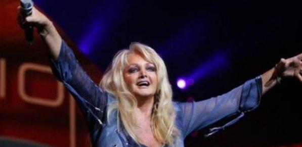 Bonnie Tyler: La chanteuse accuse la délégation russe d'avoir soudoyé un autre pays lors du dernier concours de l'Eurovision.