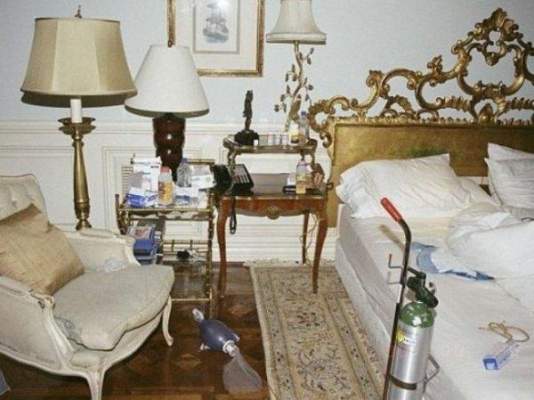 """Michael Jackson : Les photos inédites de la chambre dans laquelle est mort le """"Roi de la pop"""""""