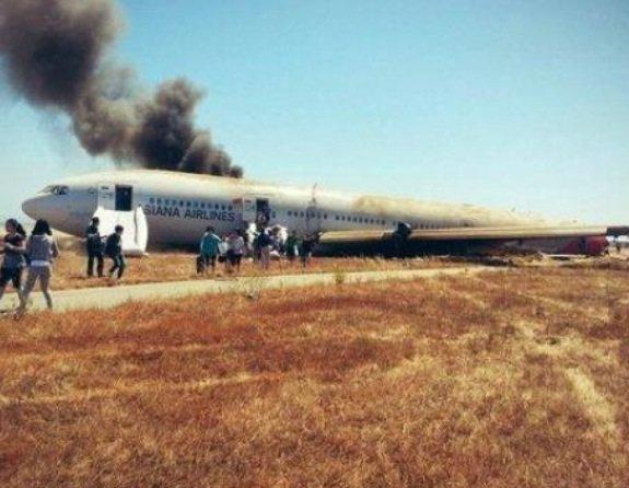 Un Boeing 777- 200 s'est écrasé et a partiellement brûlé en atterrissant à l'aéroport international de San Francisco