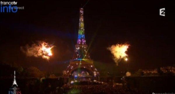 """Feu d'artifice: La Tour Eiffel """"arc en ciel"""" était un hommage à Mandela et non au """"mariage gay"""" selon la Mairie de Paris"""