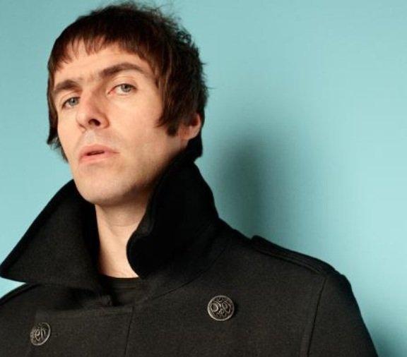 Liam Gallagher: L'ex chanteur du groupe Oasis,  poursuivi en justice par une femme qui affirme qu'il est le père de sa fille