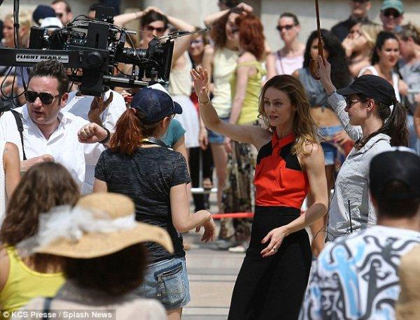 """Vanessa Paradis: Découvrez les premières images du tournage de son prochain film """"homosapiens"""""""