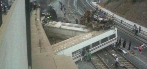 Espagne: Le déraillement d'un train à Saint-Jacques de Compostelle fait au moins 77 morts