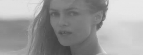 """Vanessa Paradis: Découvrez sans attendre son nouveau clip, """" Les espaces et les sentiments """""""